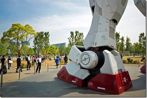 full-size-gundam-model-statue-japan-18-meter-30th-anniversary-3