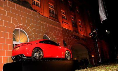 Feurig präsentierte sich auch der brandneue Audi TT