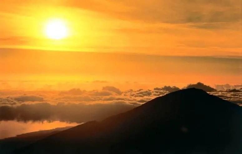 Sunset at Haleakalā (Credit: Hawaii Visitors and Convention Bureau, Linda Ching)