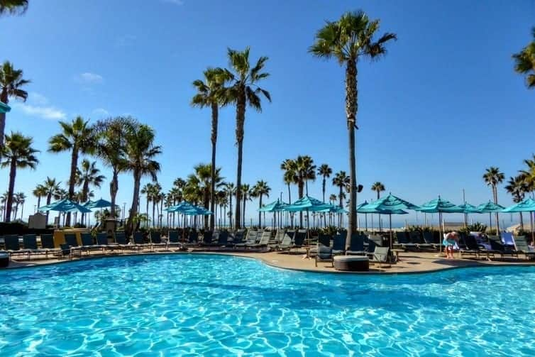 Great pools, sun-soaked beaches, and world-class theme parks draw visitors year-round to Orange County, California. Explore family fun in the sun in Orange County with kids.