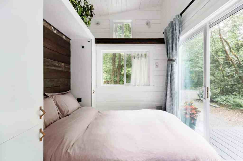 bedroom with window of squamish tiny home airbnb