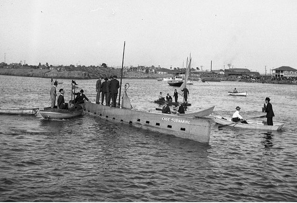 Cage submarine
