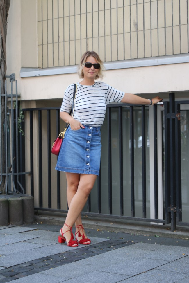Denim skirt and striped shirt - Chloé Drew - claudinesroom