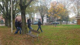 """Episodio #2 - La troupe segue il nostro testimonial mentre si dirige verso la baracchina. Attenzione ai """"ricordini"""" nascosti nell'erba, però!"""