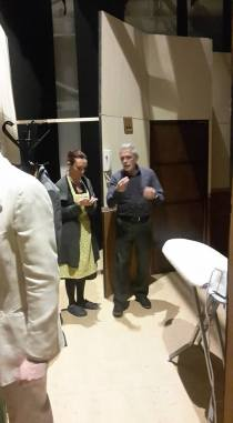"""Sara Galeotti ascolta gli ultimi suggerimento del regista, Franco Maione (""""Il mio amico Salvatore"""", Modigliana 22/04/2016)"""