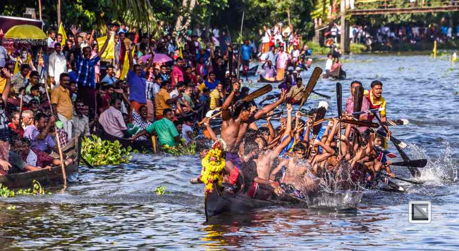 India - Kerala - Kumarakom Boat Race-9