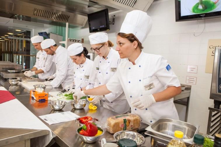 Centrul de Pregatire in Gastronomie-eveniment bloggeri 8