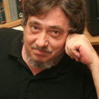 """Răzvan Codrescu: """"Scriu din credință, dar mai ales din pură plăcere"""""""