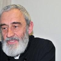 """Pr. Petru Moga: """"Am crescut cu mitul Părintelui Arsenie Boca"""""""