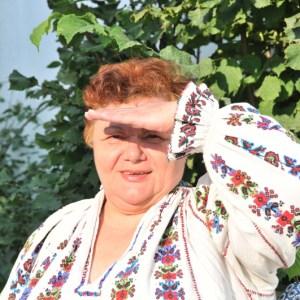 Angela Ludoșanu, despre secretele pictării de icoane și ale cusutului de ii