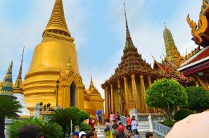 Pagoda Chamada - Phra Siratana Chedi ao lado de outra pagoda - Phra Mondop- Photo by Claudia Grunow
