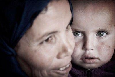 Una mujer con su hijo en el hospital de campaña de Qaa en la frontera entre Líbano y Siria © Ferran Quevedo / 2014
