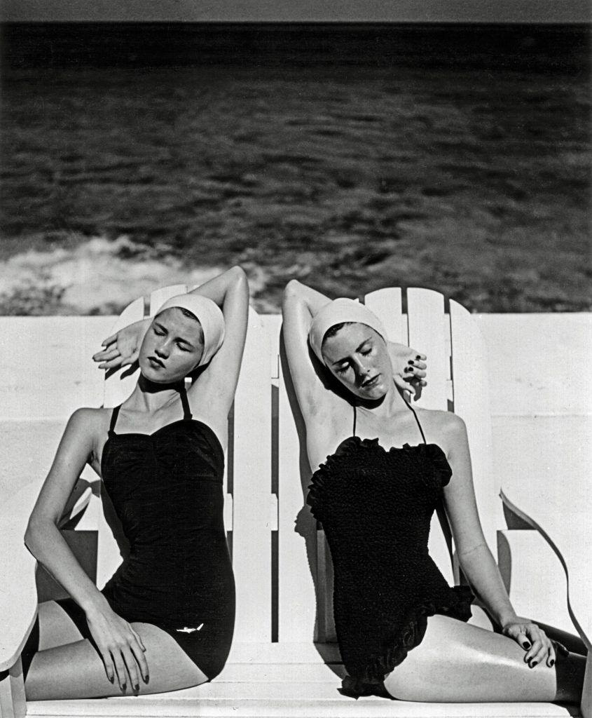 Louise Dahl-Wolfe , Gemelas en la playa. Nasáu, Bahamas, 1949 © Louise Dahl-Wolfe, 1989 Center for Creative Photography, Arizona Board of Regents Cortesía de Staley-Wise Gallery, New York