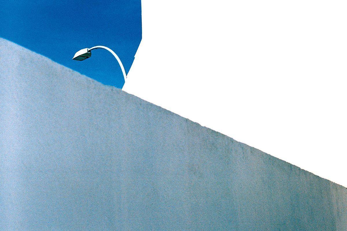 Fotografía de la serie 'Blanco Roto' © Cristóbal Benavente.
