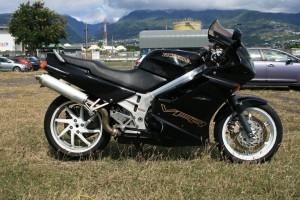 ma VFR 750 de 92 que j'ai emmené et revendu à La Réunion pour acheter ma BMW actuelle