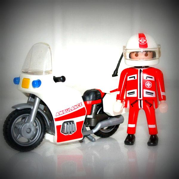 Arhhhh ! Cheu n'ai pas mes gants ! Cheu fais me faire arrêter par le Playmo Polizei !