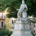 along Lungadige Re Teodorico // Verona