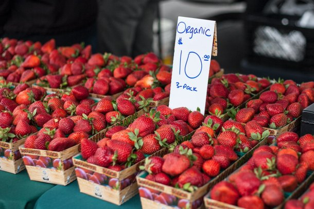 Napa-Farmers-Market_strawberries