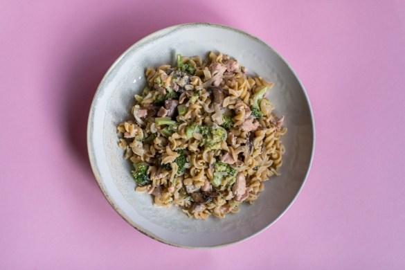 Low Carb High Fat Pasta mit Brokkoli und Lachs