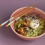 Japanische Nudelsuppe – Ramen mit Huhn und Ei