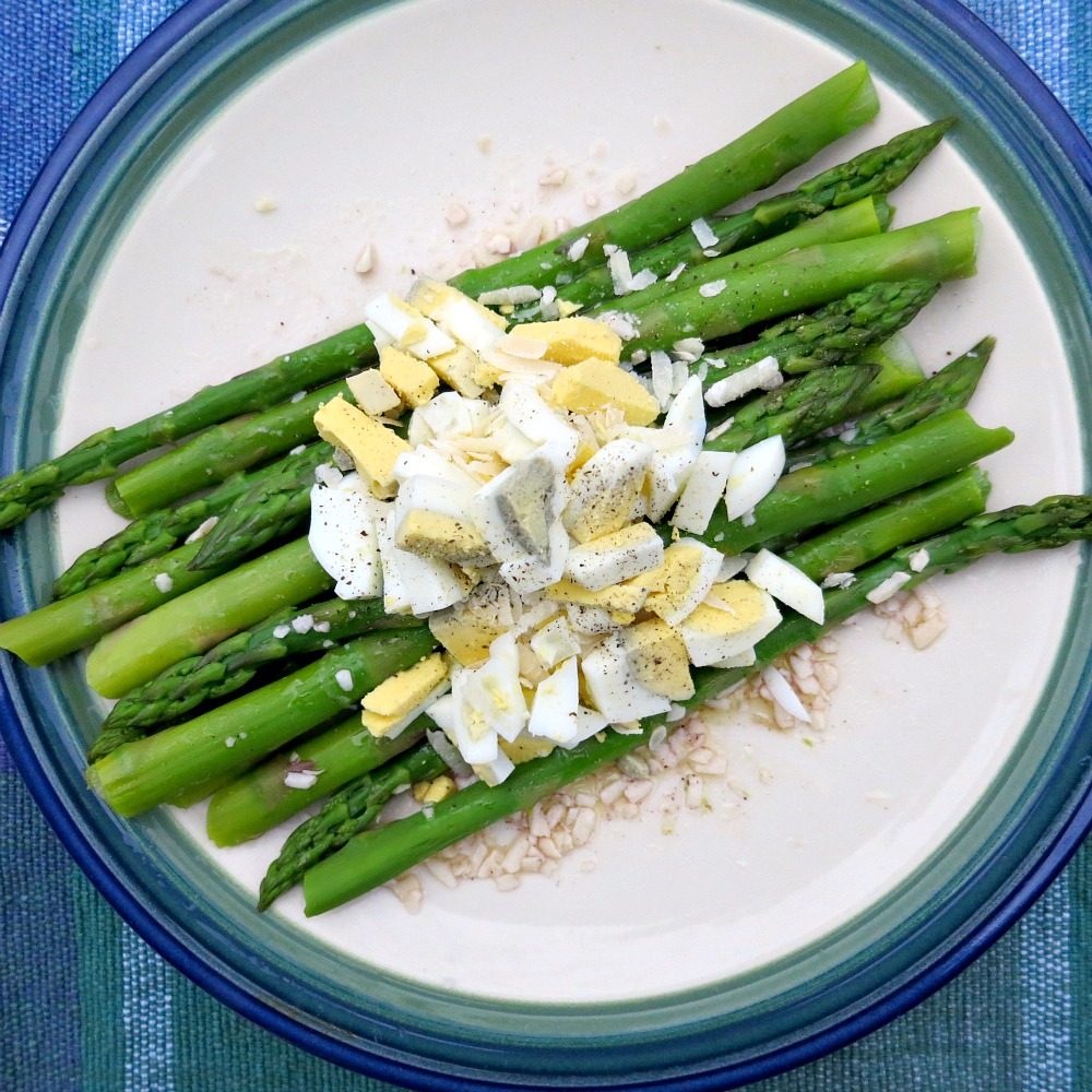 Asparagus with egg and asiago
