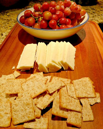 Crackers, Cheese and Grapes2