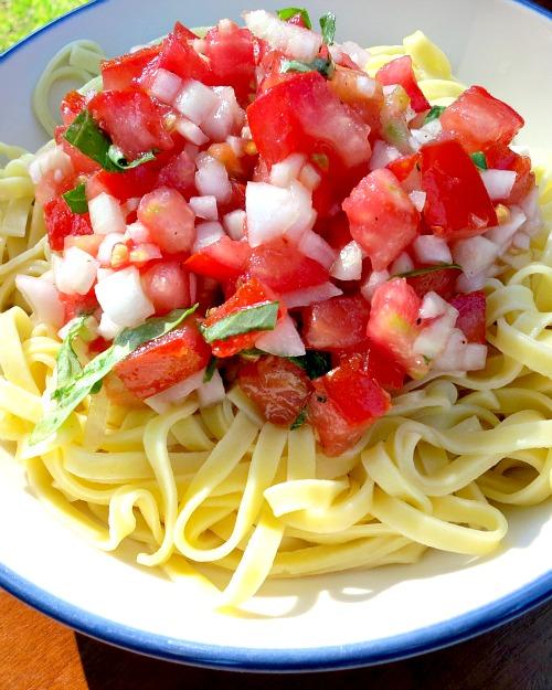 Raw Tomato Sauce and Lemon Pasta