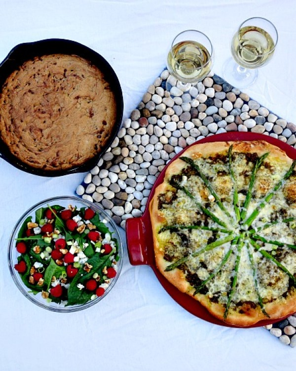 Easter Dinner - Spinach Salad, Asparagus Pesto Pizza and Chocolate Chip Cookie Skillet