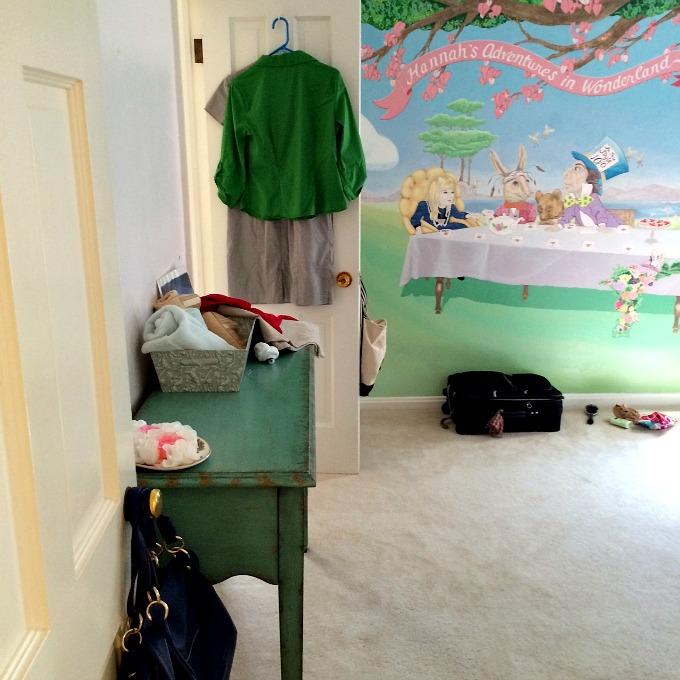 Guest Bedroom Alice in Wonderland