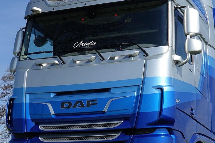 voorruit van de vrachtauto kan uitstekend worden behandeld met nanocoating glas+