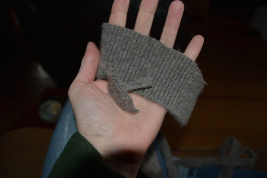 Using sweater scraps for centre of ball