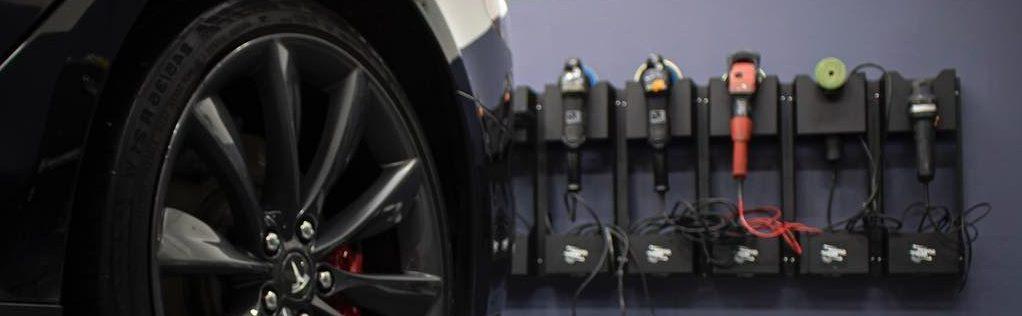 Auton maalipinnan korjaaminen eli myllytys vaatii oikeat koneet eikä ammattitaitokaan ole pahitteeksi.