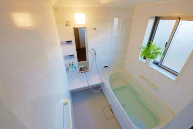 【浴室掃除】なかなか落ちない水垢とカビをキレイに落とす方法