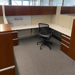 Knoll Autostrada 8′ x 8′ workstations