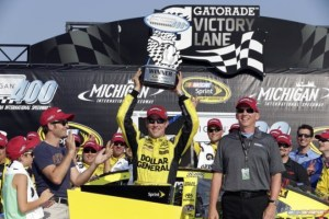 2015-Michigan-II-CUP-Matt-Kenseth-team-trophy-CIA-660x439
