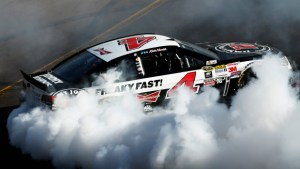 AVONDALE, AZ - MARCH 15:  Kevin Harvick, driver of the #4 Jimmy John's/ Budweiser Chevrolet, celebrates with a burnout after winning the NASCAR Sprint Cup Series CampingWorld.com 500 at Phoenix International Raceway on March 15, 2015 in Avondale, Arizona.  (Photo by Lachlan Cunningham/Getty Images)