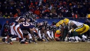 Chicago-Bears-Bears-and-Packers-at-line-of-scrimmage