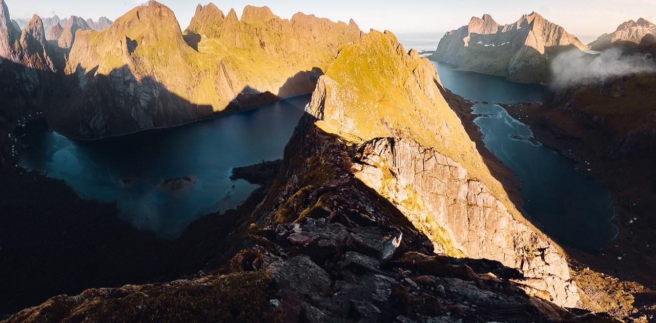 helvetestinden montagne beach Lofoten Norvège van