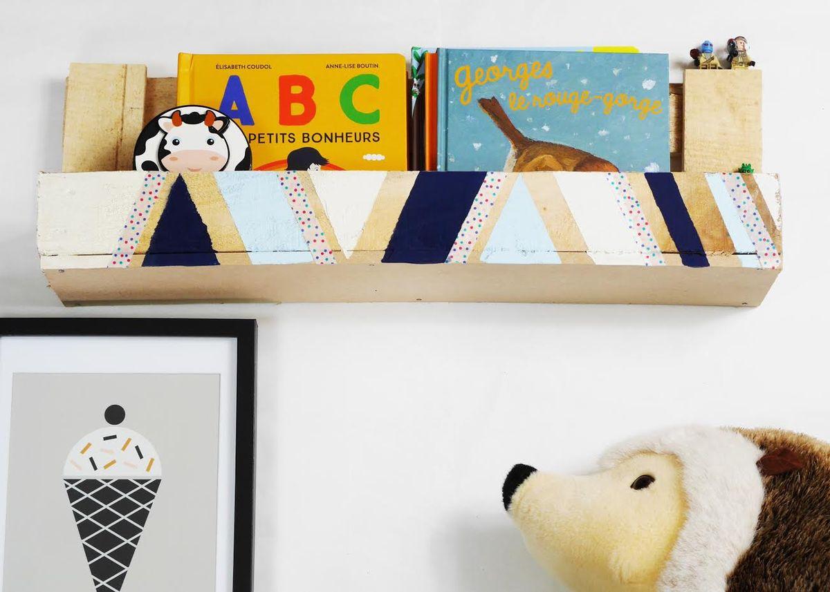 fabriquer avec des palettes tag re pour enfant. Black Bedroom Furniture Sets. Home Design Ideas