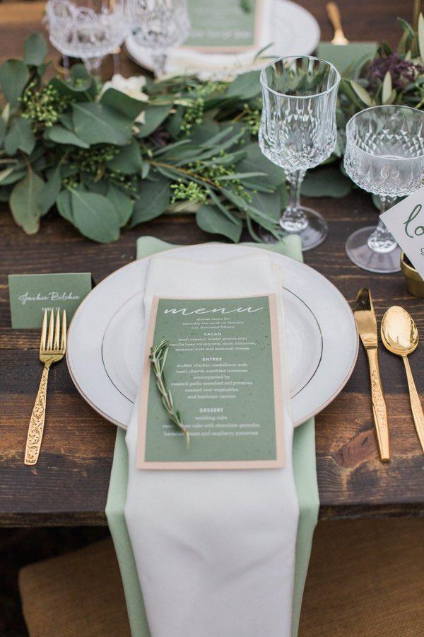idées tables de noel hygge eucalyptus mariage vert sauge doré blog déco clemaroundthecorner