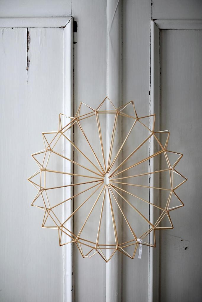 himmeli diy décoration murale idée originale joli soleil porte en bois placard suspension