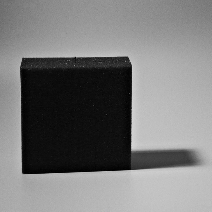 Recherche photographique entre l'objet et son ombre projetée.