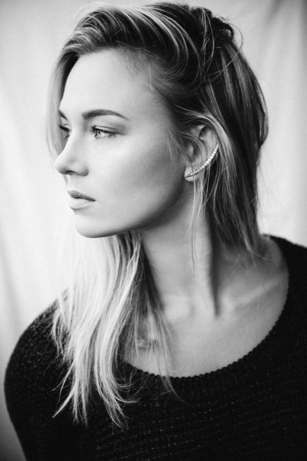 Portræt af Sandra Brünnich, stemningsfyldt, smuk, naturlig