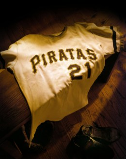 Roberto Clemente Jersey The Clemente Museum features the world's largest exhibited collection of Roberto Clemente baseball artifacts, works of art, photographs and memorabilia of his teammates, his personal life, and his humanitarian causes.