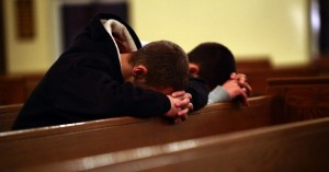 rezandohomensigreja