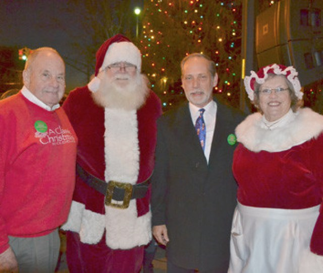 Christmas Tree Lighting Carols In The City The Cleveland Daily Banner