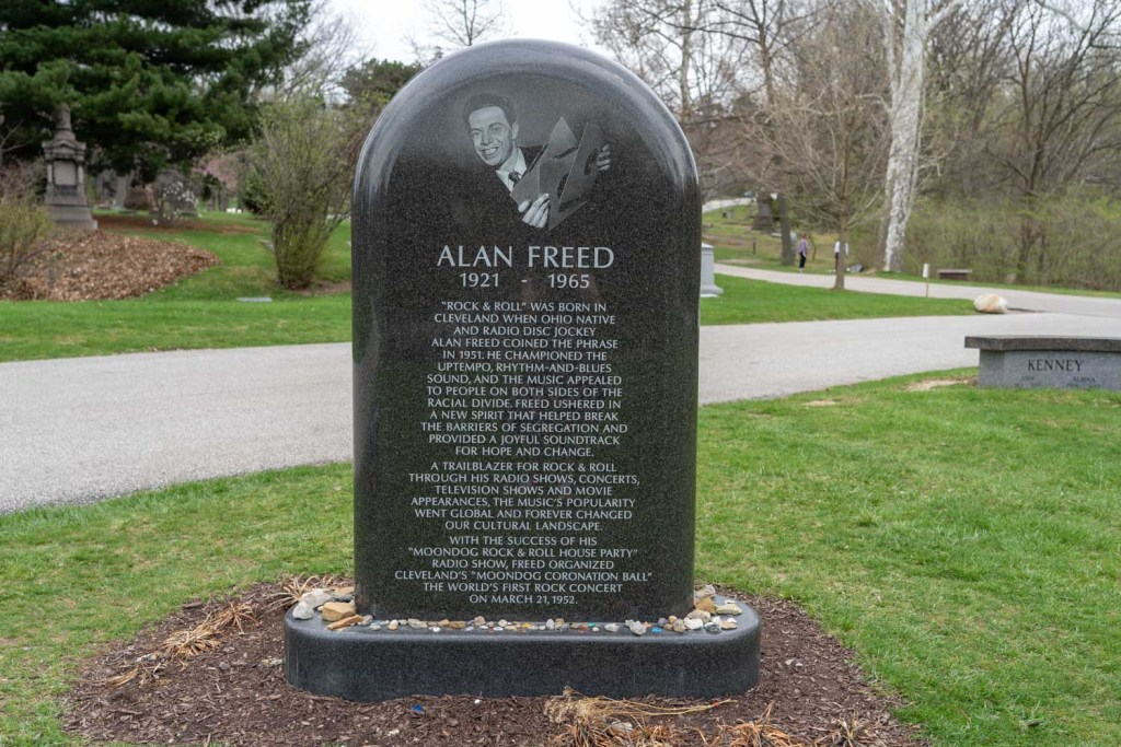 Alan Freed grave at Lake View Cemetery