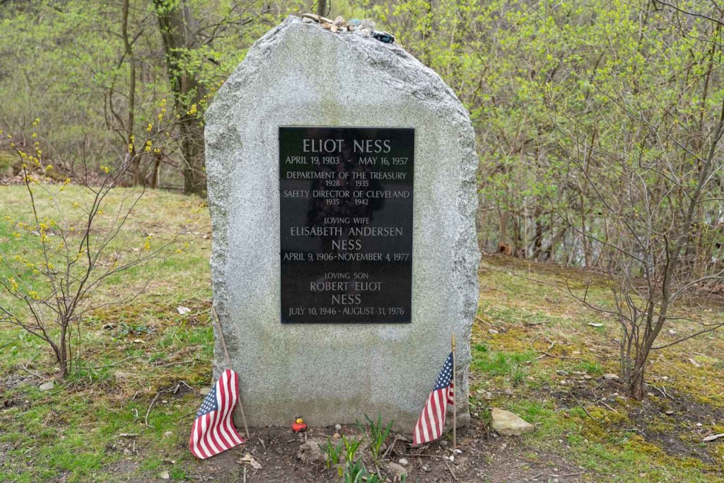 Eliot Ness grave at Lake View Cemetery