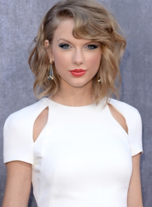 Taylor Swift looks chic with her long bob hairstyle.