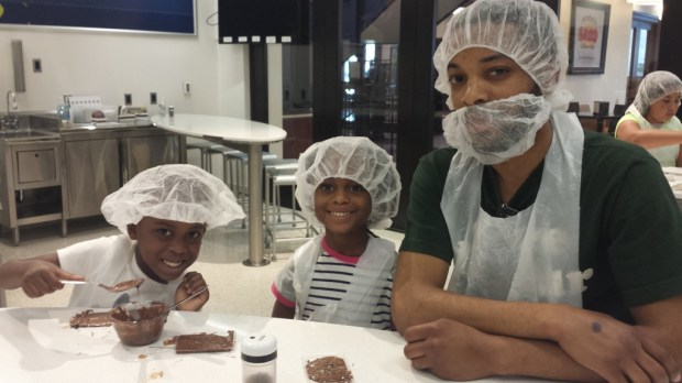 Ready to make chocolate at the Chocolate Lab, in Hershey PA. A family Fun experience #TravelCleverly